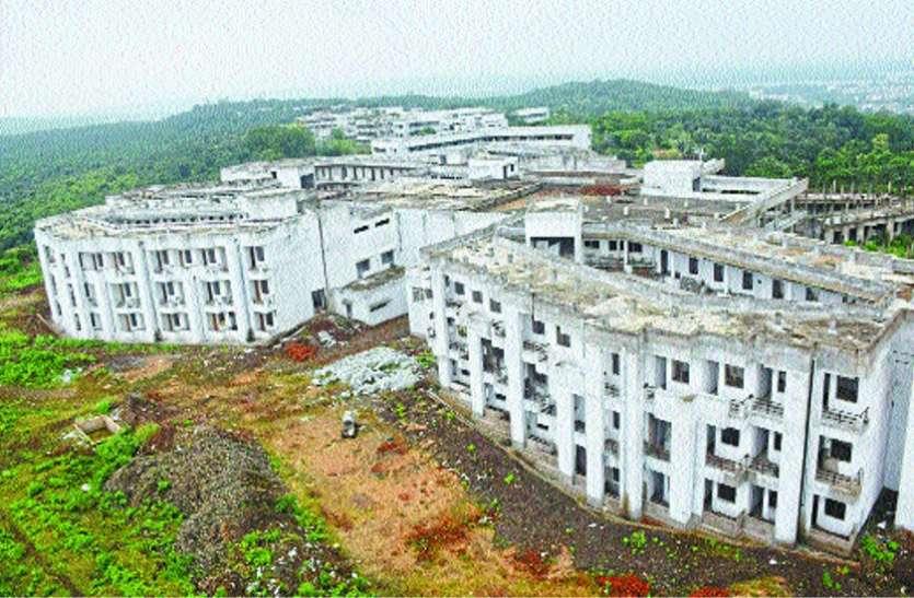 Dr Harisingh Gaur Central University Case New Boy's Hostel - छह माह से काम बंद, चार साल में 50 फीसदी बन पाया न्यू बॉयज हॉस्टल, छात्र परेशान | Patrika News