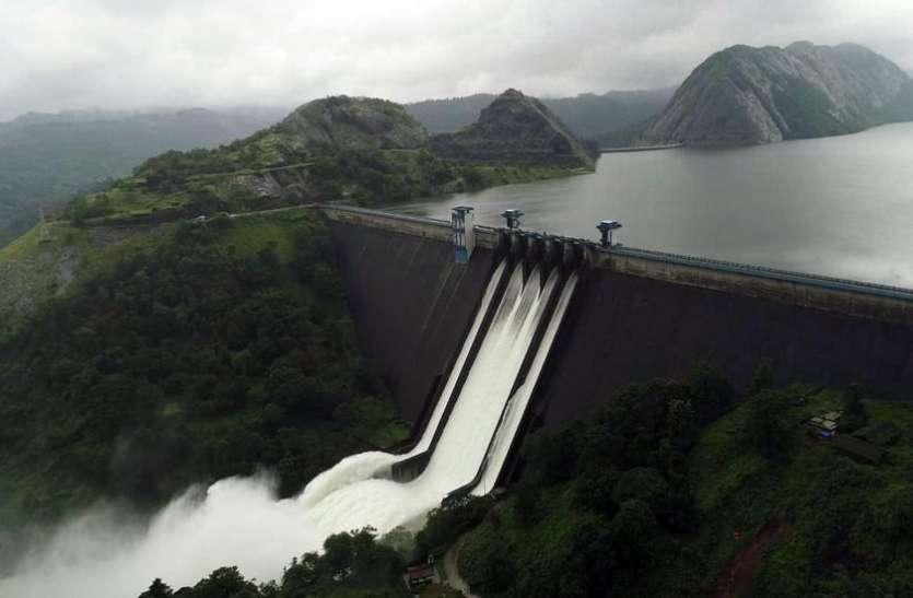 बाढ़ की वजह से 40 साल पीछे चला गया केरल का यह पहाड़ी इलाका, 26 साल में पहली बार खुले बांध के गेट