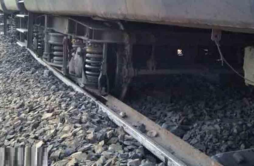 मोकलसर - बिशनगढ़ रेलमार्ग के पर अण्डरब्रिज के पास युवक रेलगाड़ी के आगे कूदा, परिजनों ने बिस्तर खाली देखा तो चला पता
