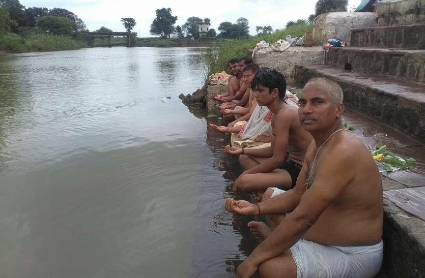 वैनगंगा नदी तट पर जुटे ब्राम्हणों ने किया ऋषि पूजन, तीर्थ प्रार्थना