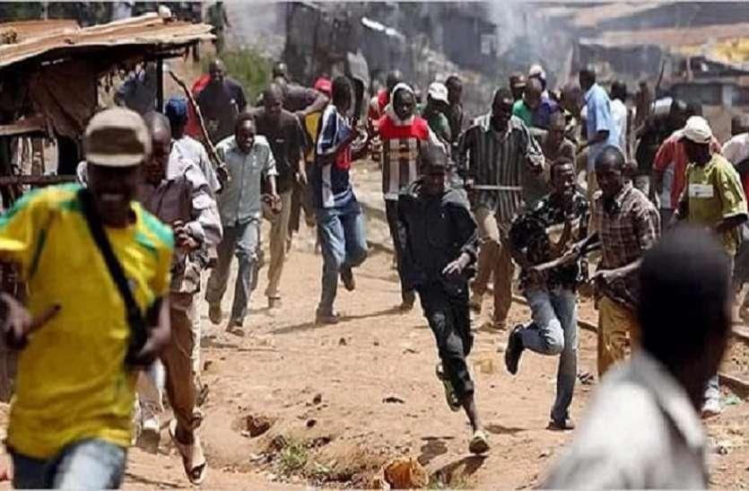 नाइजीरियाः मवेशी चुराने के विरोध पर बंदूकधारियों ने की 8 लोगों की हत्या, 95 घरों में लगाई आग