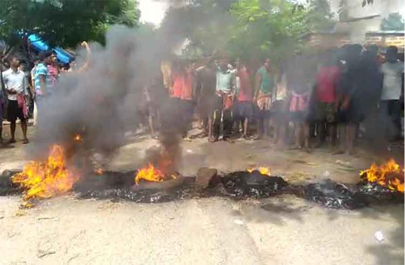ओडिशा में शराब बंदी का आंदोलन तेज, सड़क जाम