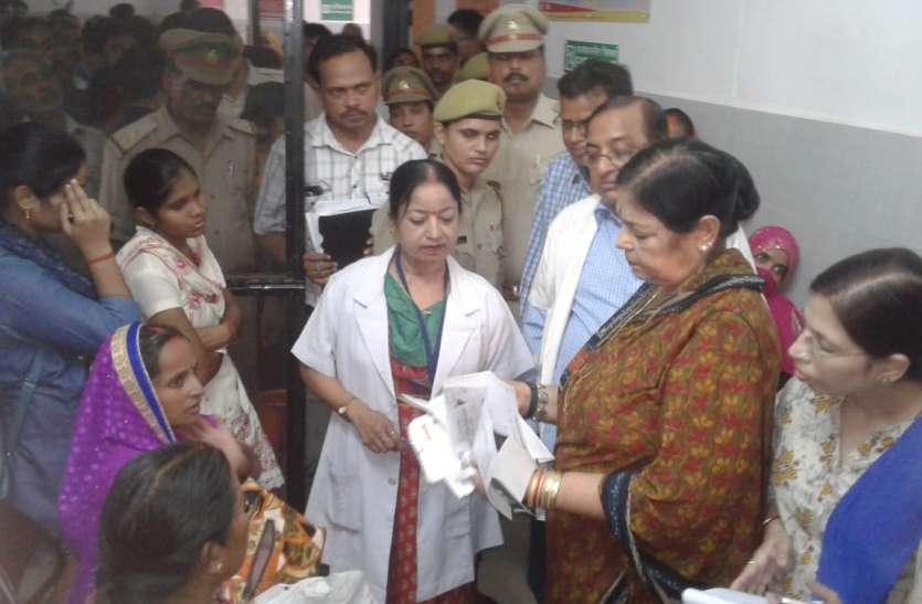 राज्य महिला आयोग की टीम पहुंची फैजाबाद महिला अस्पताल का किया निरीक्षण