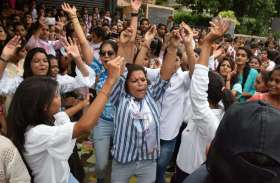 Student Union Election :  उदयपुर में  पुलिस की सख्ती हवा, छात्राओं का हुड़दंंग वाह...देखें तस्वीरें..