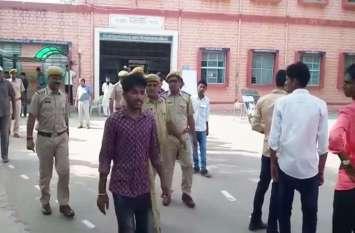 छात्रसंघ चुनाव 2018: मतदान के दौरान व्यवस्था बिगाडऩे की कोशिश, पुलिस ने दी हिरासत में लेने की चेतावनी