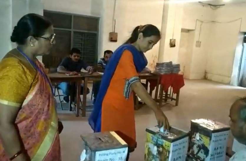 छात्रसंघ चुनाव में विद्यार्थियों का मन नहीं गया सत्ता के संग