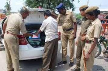 चुनाव की तैयारियों में जुटी पुलिस के हाथों अचानक लगी ये कार, डिक्की खोलते ही उड़े होश