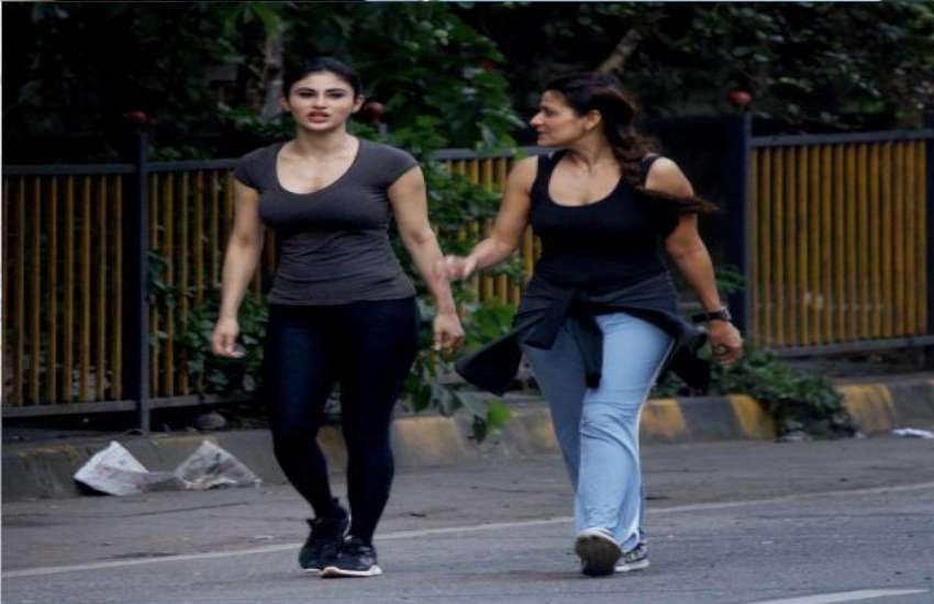 Mouni Roy spotted at mumbai bandra