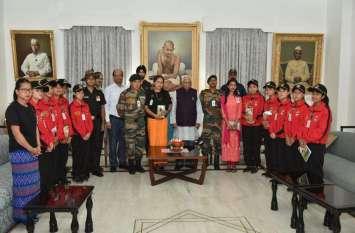 राज्यपाल से मिला अरुणाचल प्रदेश से आया छात्रों का दल