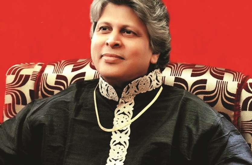 'कृष्ण युग-प्रवर्तक माया में रहकर भी मायाहीन'