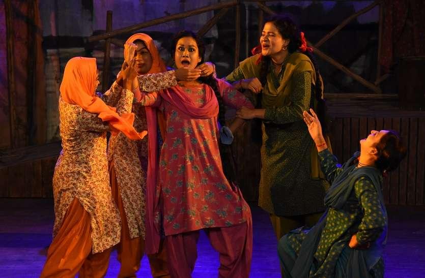 कश्मीरी पंडितों के विस्थापन पर तैयार किया नाटक