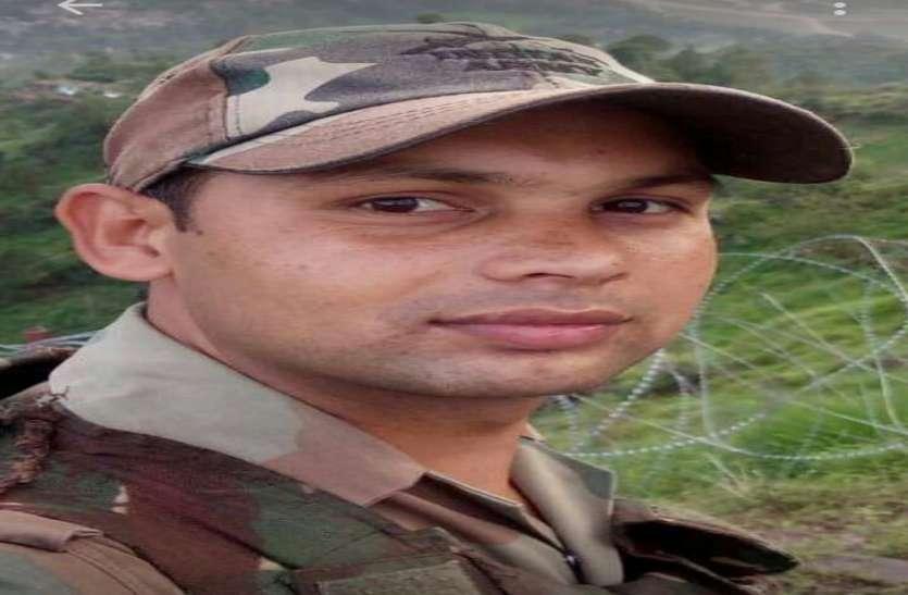 Big Breaking: दुश्मनों की टोह लेने टावर पर चढ़ा दुर्ग का जवान जम्मू-कश्मीर में हुआ शहीद, दिया जाएगा गार्ड ऑफ आनर