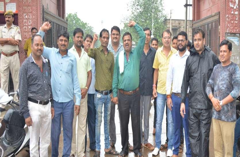 महासंघ के प्रदेशव्यापी आव्हान पर मंडियों में खरीद-फरोख्त बंद