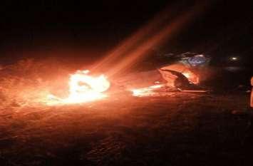 बड़ी खबर: बेकाबू कार हाइवे पर पलटी, आग लगने से तीन मौके पर ही झुलसे