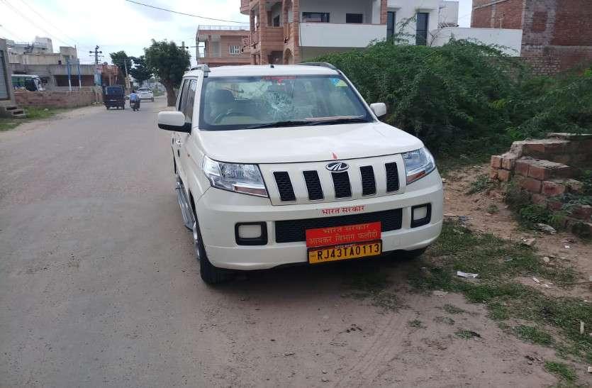 जोधपुर : तडक़े दो घंटे में फोड़ डाले बीस कारों के कांच