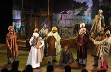नाटक खामोशी सिली सिली का मंचन