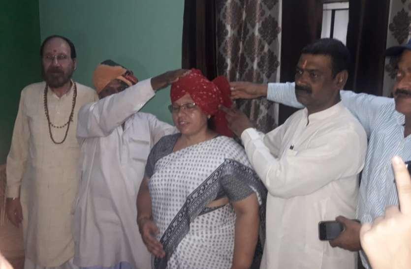 टीवी डिबेट में मौलवी को थप्पड़ मारने वाली महिला ने अपनाया क्षत्रीय धर्म
