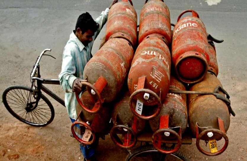 महंगाई का झटका : लगातार चौथे महीने बढ़े गैस सिलेंडर के दाम, इस बार होश उड़ाने वाली बढ़ोत्तरी