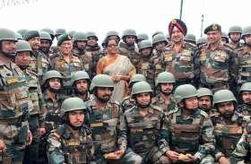 जम्मू कश्मीर: सैनिकों के बीच पहुंची रक्षामंत्री निर्मला सीतारमण, अग्रिम चौकियों का लिया जायजा