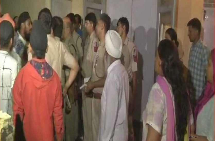 पुलिस भी रह गई दंग, जब 17 साल की लड़की ने बताई पिता की गंदी करतूत, कहा - रात में करते हैं...
