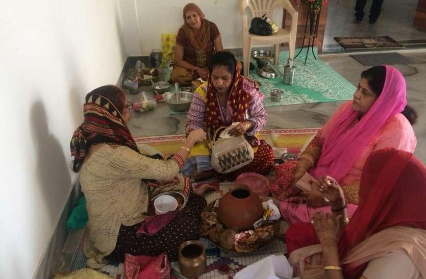 सिंधी समाज के घरों में नहीं जले चूल्हे, महिलाओं ने मनाया थदड़ी पर्व