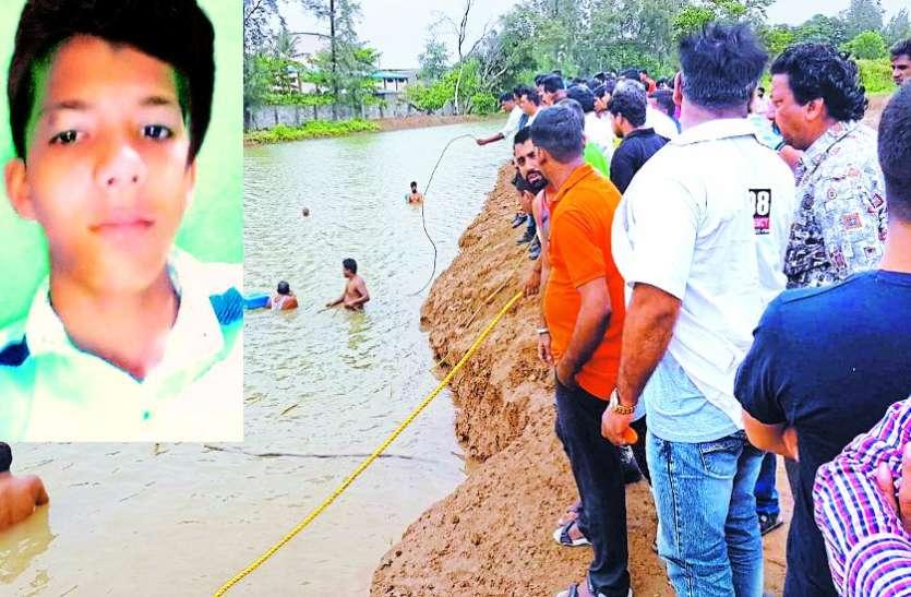 दोस्तों के साथ तालाब में नहाने गए सातवीं के छात्र की डूबने से मौत