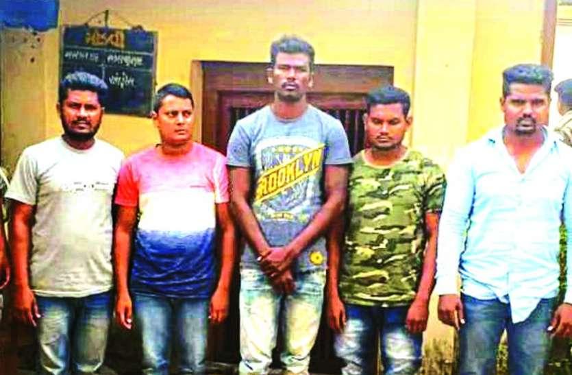 लाखों की शराब के साथ छह गिरफ्तार