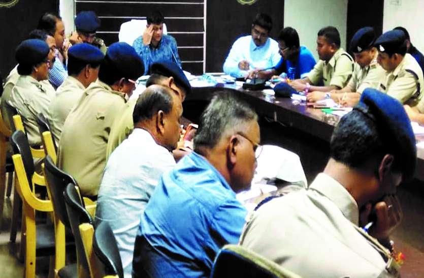 चुनाव में जिले के 1074 बूथों की सुरक्षा के लिए एसपी ने सभी डीएसपी और थाना प्रभारियों के साथ की माथपच्ची