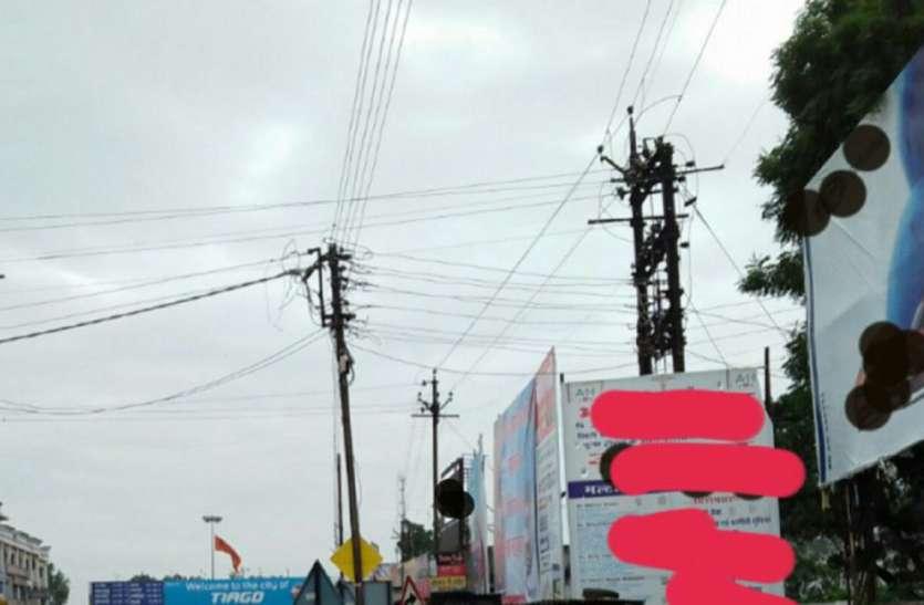 विद्युत तारों से सबा मीटर की दूरी से कम पर होर्डिंग्स को लगाना होगा असुरक्षित