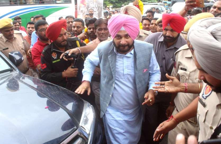 बोले कांग्रेस नेता नवजोतसिंह सिद्धू ,पाकिस्तान में इमरान खान की सरकार की बदौलत ही होगा भारत-पाक संबंधों में सुधार