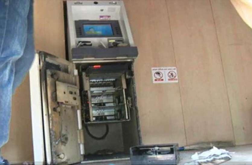ATM से ऐसे चुरा लिए 1.17 करोड़ रुपये, राज खुला तो बैंक अधिकारी भी रह गए हैरान