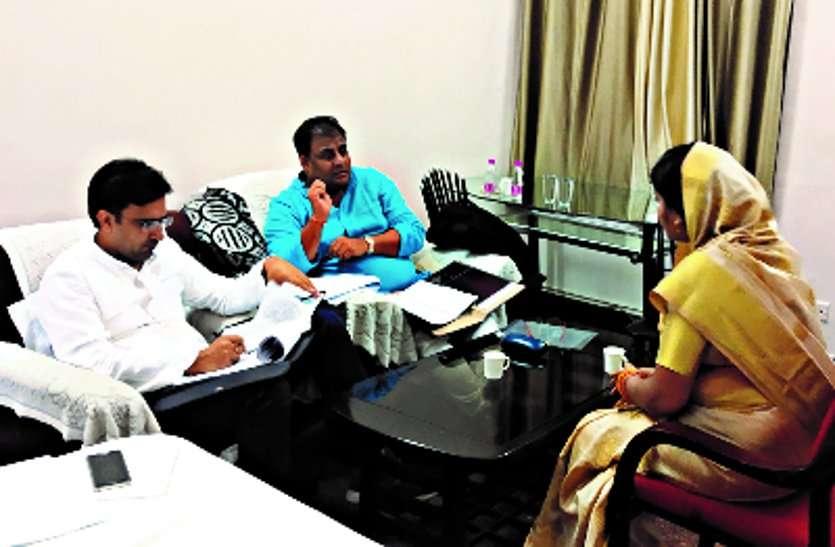 दिल्ली की कमेटी नांदगांव में बैठ कर तलाश रही केंडीडेट