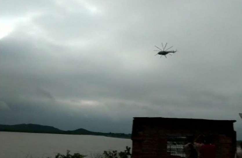 यूपी में बाढ़ से हाहाकार, ललितपुर में हेलीकॉप्टर से सुरक्षति निकलवाये सभी ग्रामीण