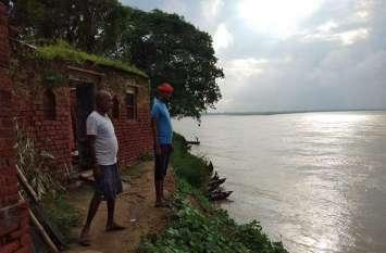 लगातार बढ़ रहा है गंगा का जलस्तर, ग्रामीणों में दहशत