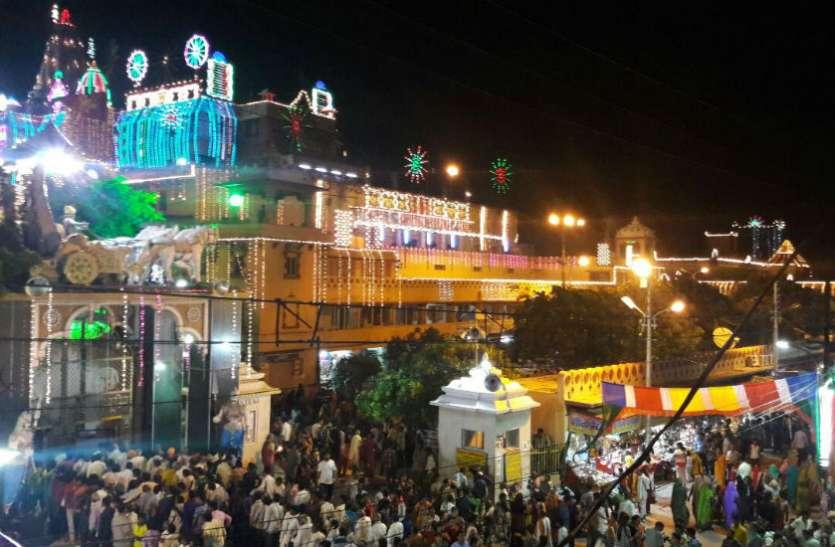 Krishna Janmashtami  मथुरा में आज होगा अजन्मे का जन्म, यहां देखें पांच मंदिरों में क्या होने जा रहा
