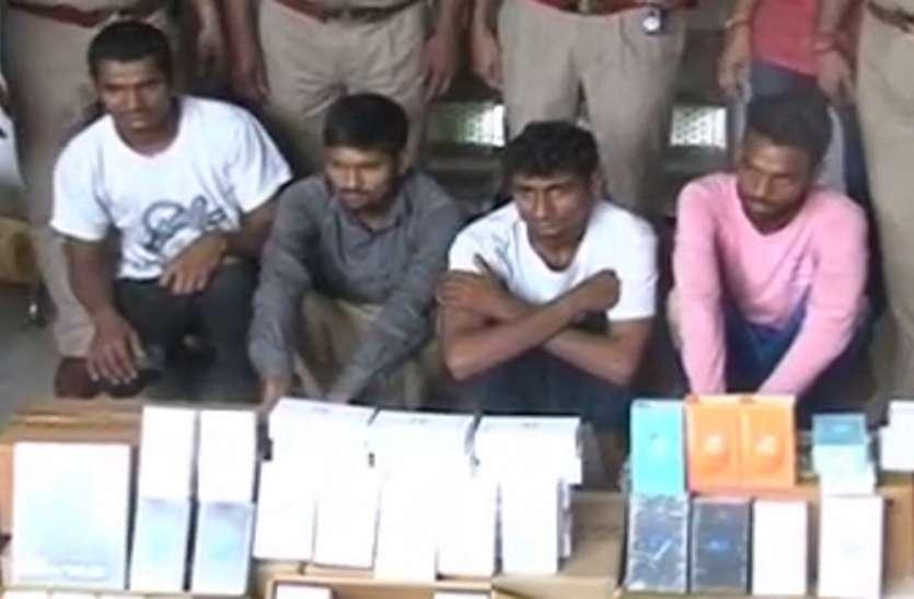 यूपी में इनामी बदमाशों ने फिल्मी स्टाइल में दिया बड़ी वारदात को अंजाम, कंपनी से उड़ा लिए करोड़ों के मोबाइल फोन