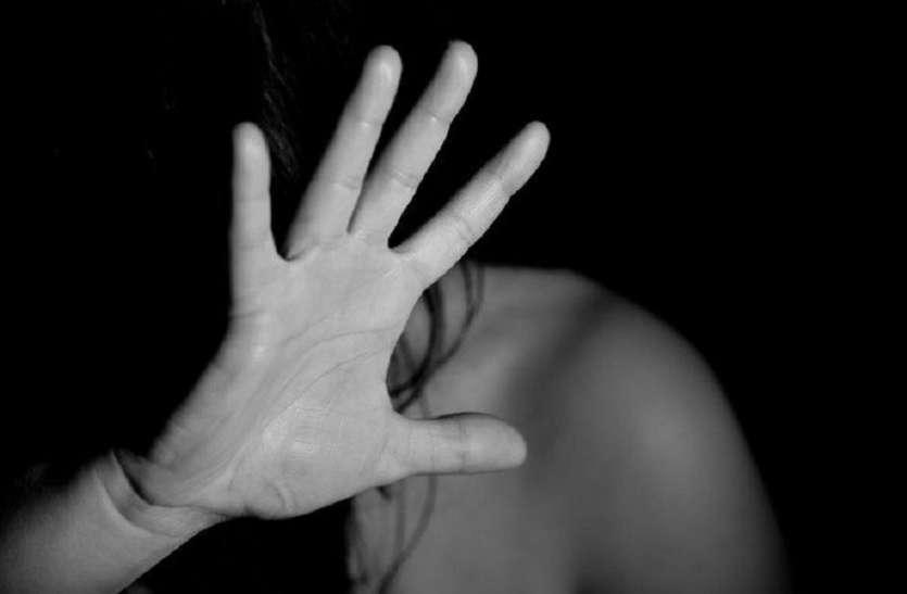 अश्लील वीडियो बनाकर वाइफ स्वैपिंग के लिए पति करता है ब्लैकमेल, पत्नी की इस शिकायत पर पुलिस भी रह गर्इ दंग