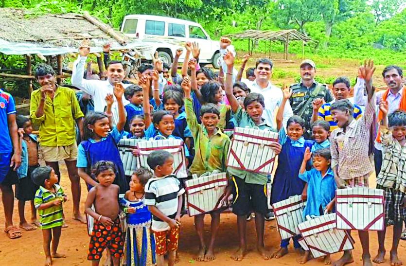 माओवादियों से निपटने के लिए गांवों में पहले से पैठ बना चुकी पुलिस