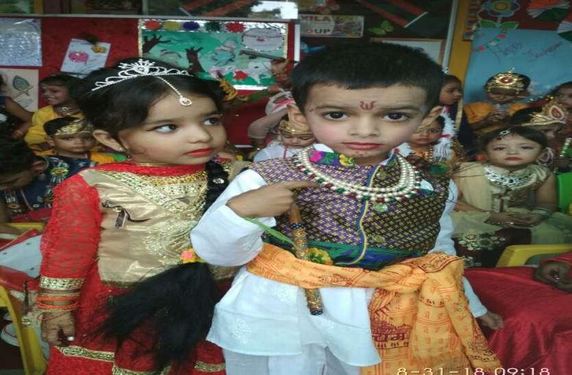 धूमधाम से मनाया जा रहा है श्री कृष्ण जन्मोत्सव, राधा कृष्ष बने बच्चों ने फोड़ी मटकियां