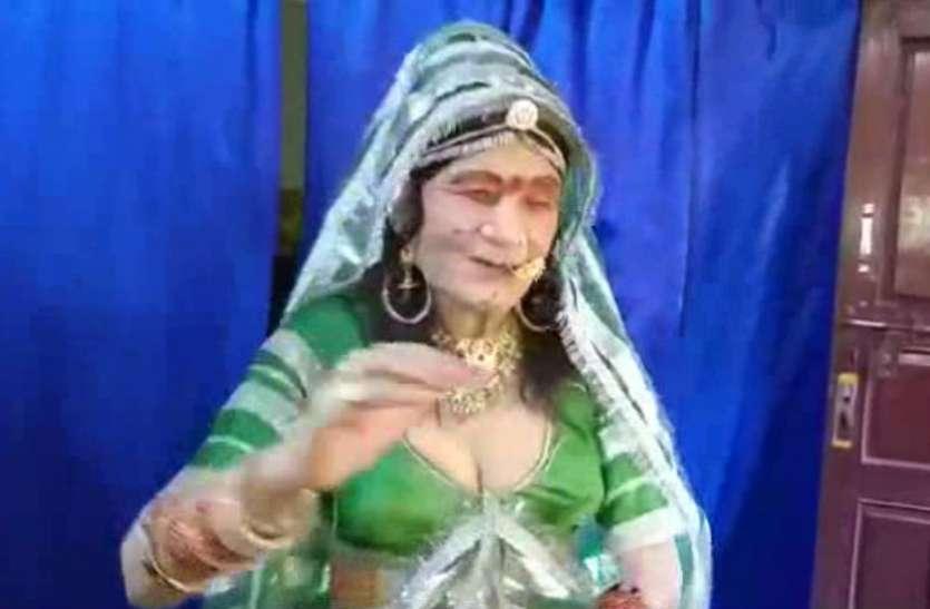 Krishna Janmashtami  कृष्ण की भक्ति में राधा बना  इंजीनियर, नृत्य का वीडियो देखें