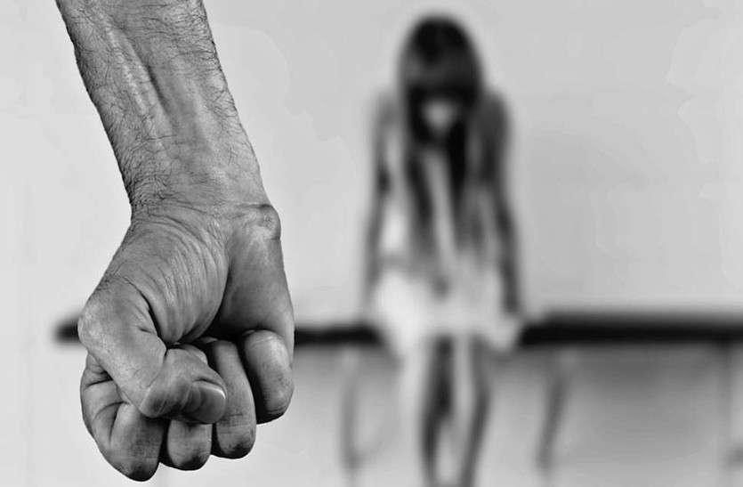घर में भी सुरक्षित नहीं 'लाडो', पढ़ाई के बहाने पिता ने ही कर डाला बेटी के साथ बलात्कार