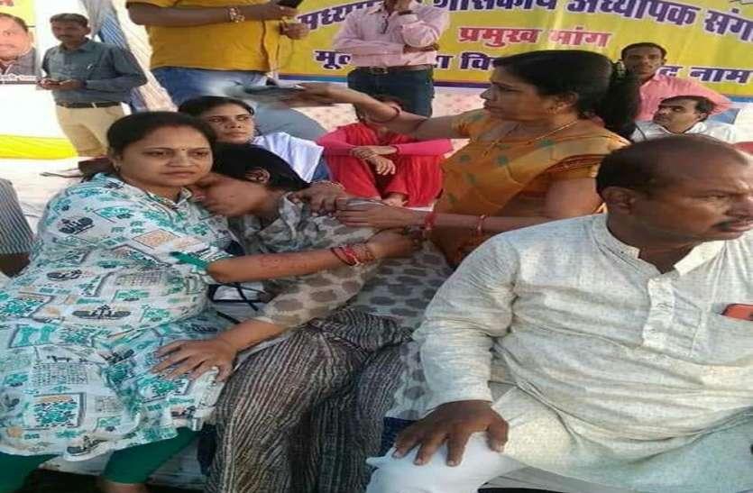 अध्यापक भी बंट गए कांग्रेस-भाजपा में