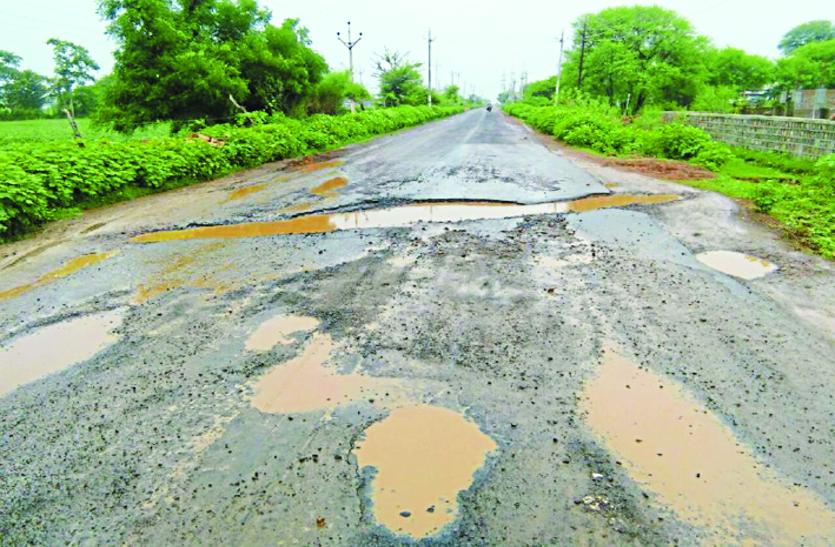 पांच साल भी नहीं चल सकी 75 किमी सड़क, हादसों की आशंका
