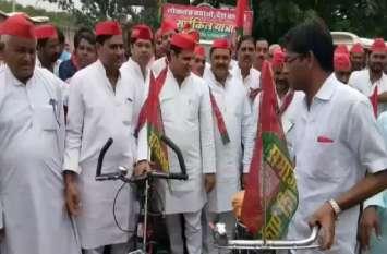 सपा की साइकिल यात्रा के दौरान दो गुट भिड़े, पूर्व विधायक को बेरहमी से पीटा