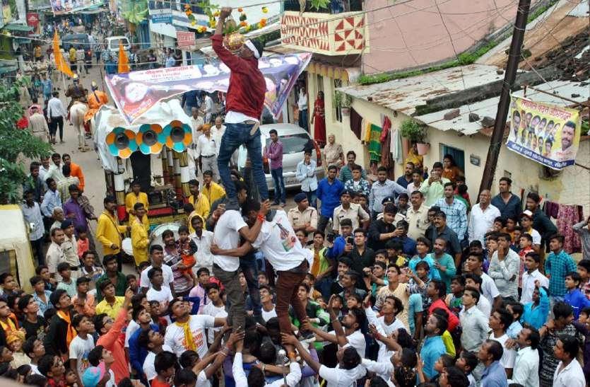 Janmashtami: आधे घंटे चली, मटकी के लिए मशक्कत, गूंजते रहे गोविंदा के जयकारे