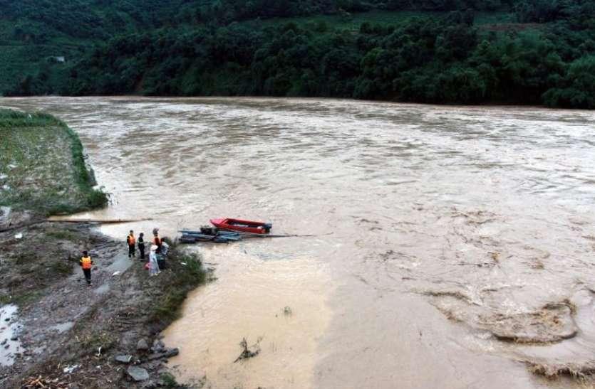 वियतनाम: भारी बारिश और भूस्खलन का कहर जारी, आज गईं 13 जानें