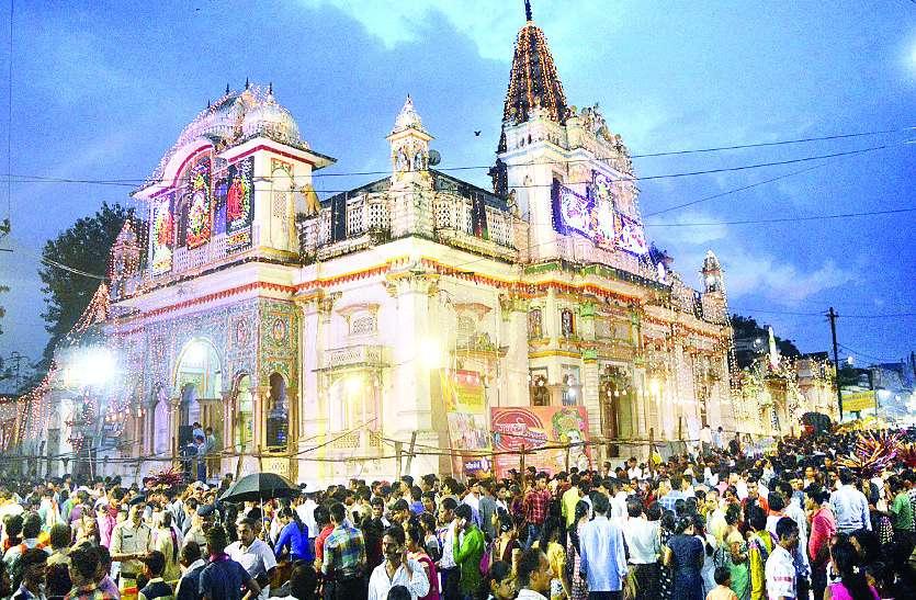 Janmashtami : कृष्ण जन्मोत्सव की बिखरी है खुशियां, रात 12 बजे अवतरित हुए प्रभु नंदलाल