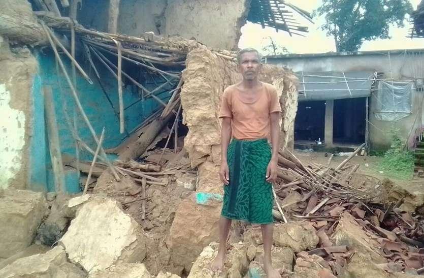 मूसलाधार बारशि से बेघर हुए ग्रामीण