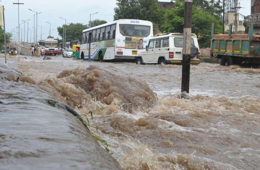 जनमाष्टमी को बारिश के बाद अलवर में हुए बाढ़ जैसे हालात, घरों में कैद हुए लोग