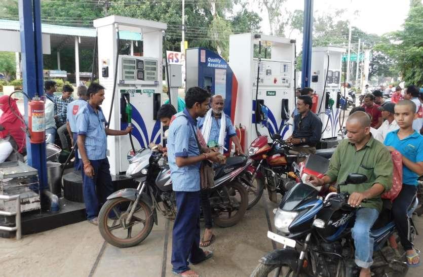 86 के पार पेट्रोल तो 76 पार हुआ डीजल, महंगाई से बिलबिलाई जनता